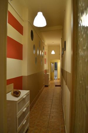 Animation City Hostel : Hallway leading to 2nd bathroom and kitchen