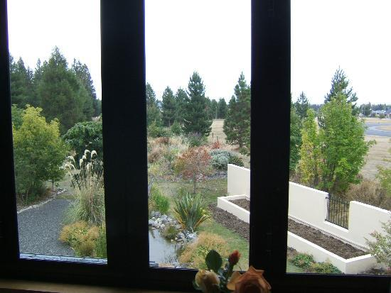 Heartland Lodge: view of the garden