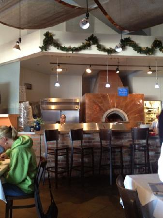 Pazzo! Woodfired Pizza: dining room
