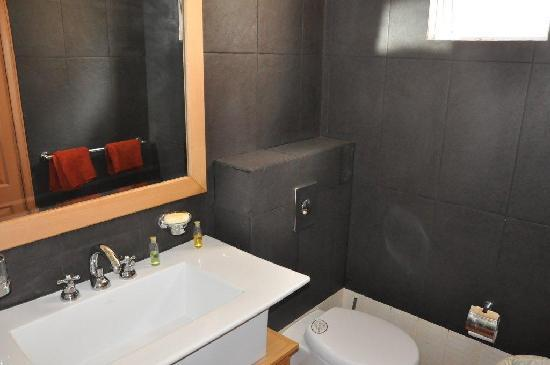 Belle Mare Plage Private Villas: Ensuite bathroom