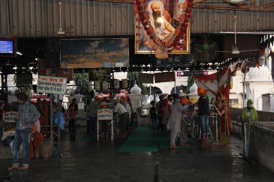 Guru-Ka-Langar: community kitchen and dining 2