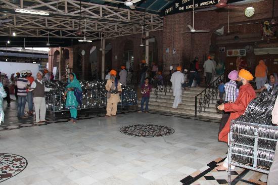 Guru-Ka-Langar : community kitchen and dining 3