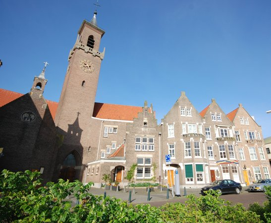 Ambassade Arena Art'otel : Partial view of the Kropholler Kerkdorp on the Berkenbosch Blokstraat, Scheveningen.