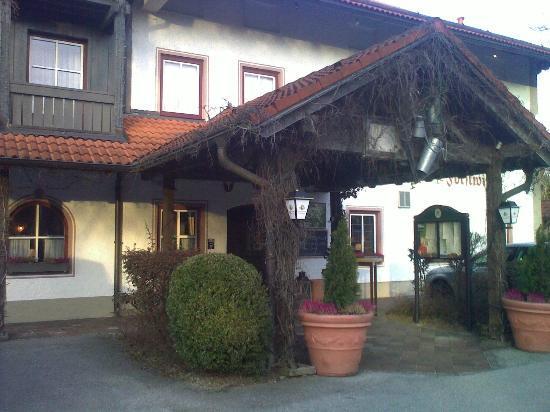 Landgasthof & Hotel Forstwirt: Hotel entrance