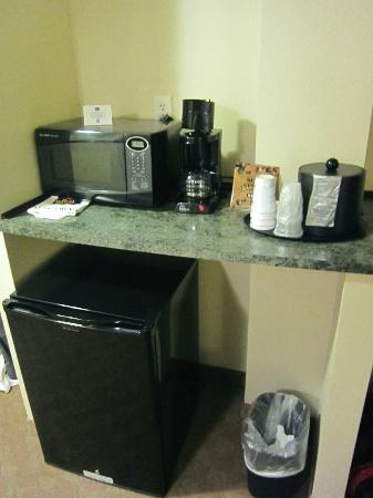 Best Western Plus Waynesboro Inn & Suites Conference Center: coffee/microwave/fridge.