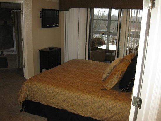 Still Waters Resort: Master bedroom leading to porch