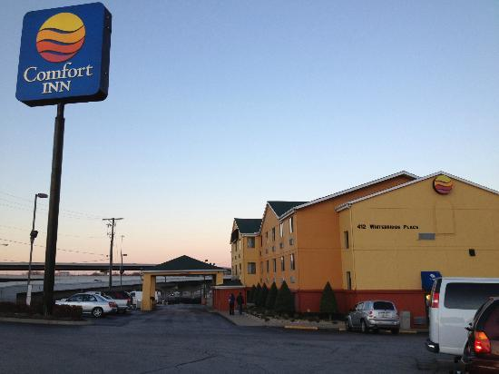 Comfort Inn Nashville/White Bridge : outside...