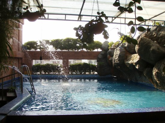 Parklane Hotel: swimming pool