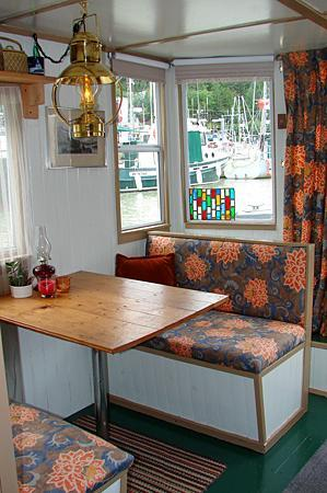 The Float House Inn: Plenty of seating