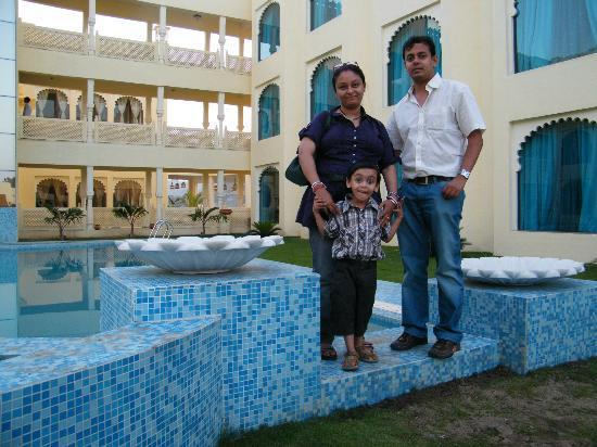 Club Mahindra Udaipur: the hotel behind