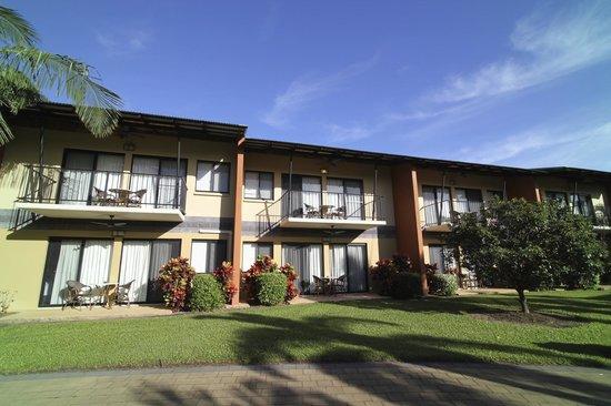 Mercure Darwin Airport Resort: Suites from garden