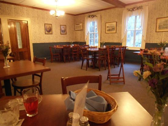 Winter Clove Inn: Dining Room