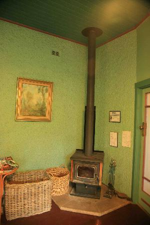 Argyll Guesthouse: Fireplace