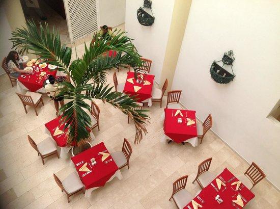 Viva Wyndham Tangerine: Small section of Bahia Buffet Restaurant taken from overhead