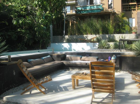 Griss Lodge and Villas: Relaxing pool area