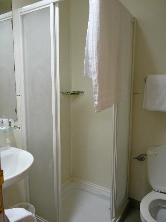 Hostal La Terrassa: Bathroom in 201