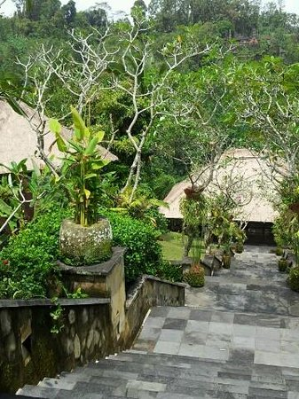 The Restaurant at Hanging Gardens Ubud, Bali: Steps leading down to villas