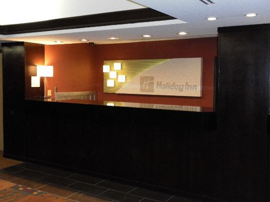 Holiday Inn Rochester Downtown: Front Desk
