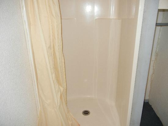 McKenzie Motel: new shower stall