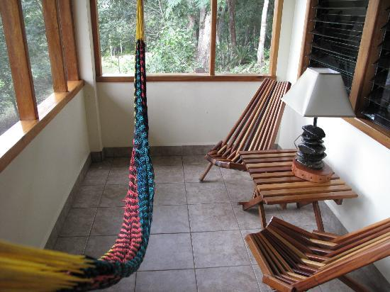 Mariposa Jungle Lodge: Gorgeous Porch in Our Cabana. Good for Reading with a Margarita!