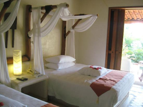 Viceroy Zihuatanejo Gorgeous Beds