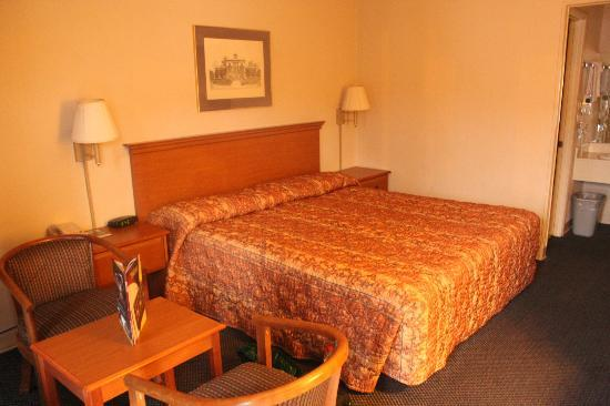 Fiddler's Inn North: Really a good comfy bed is what you want most at the end of the day.