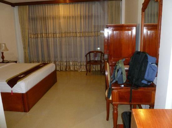 Prum Bayon Hotel: bed