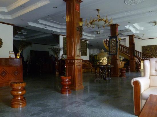 Prum Bayon Hotel: hotel lobby