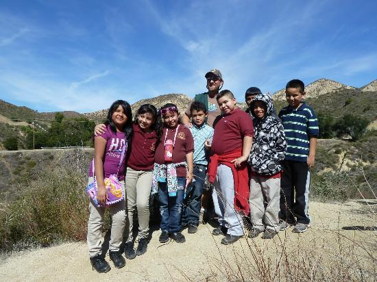 Placerita Canyon Nature Center: Group of Hikers at the top of the Ecology Trail