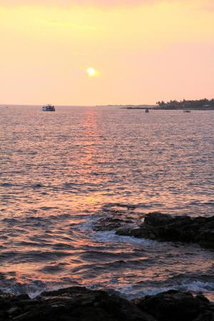 Royal Footsteps Along the Kona Coast: Sunset at the Royal Kona resort along Alii Drive