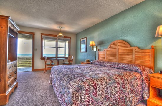 Lighthouse View Oceanfront Lodging: Oceanfront King Room