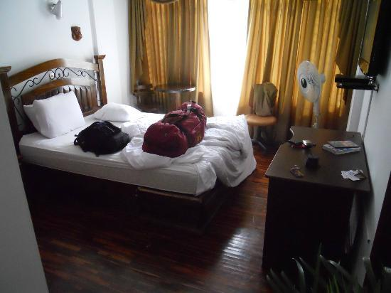 Casa Bella B&B Boutique Hotel: Muffled and hardly care room