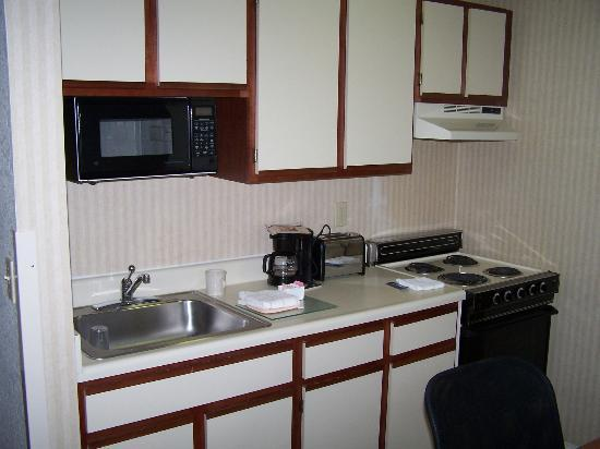 Extended Stay America - Fort Wayne - North: kitchen area