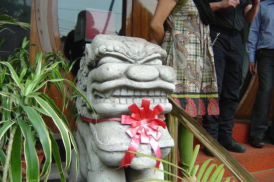 Mainland China : Facade