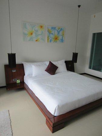 Two Villas Holiday Oxygen Style Bangtao Beach: Bedroom