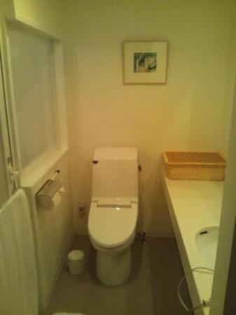 J Hotel Rinku : 浴室と分離された大きめのトイレ