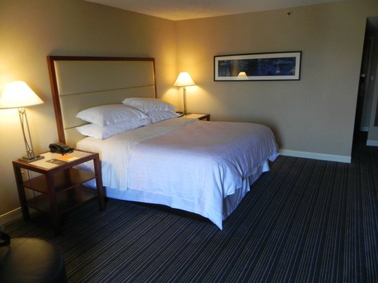 Sheraton Kansas City Hotel at Crown Center: Very comfortable King Size Bed