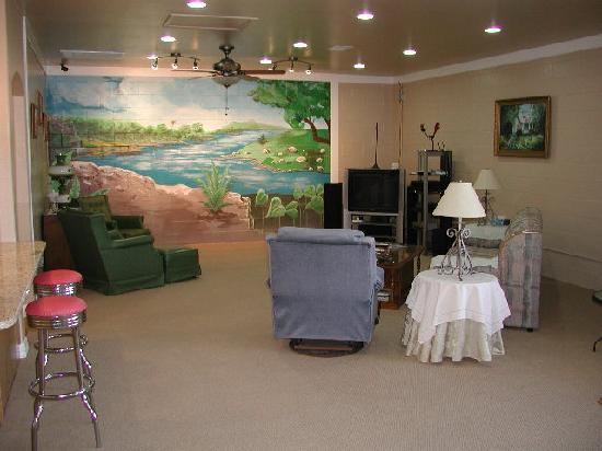 Granite Rock RV Park: Clubhouse TV/Wii/Relaxation area