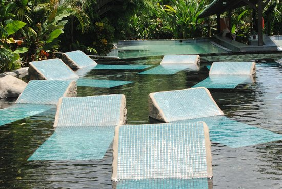 Baldi Hot Springs Hotel Resort & Spa: Pool seats