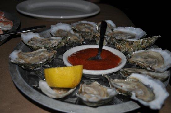 Lacey's Bridge Tavern: Fresh Oysters!!