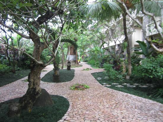 Hotel Kumala Pantai: Gardens