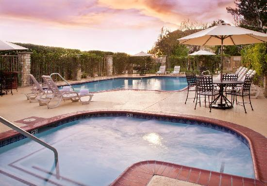 Ayres Suites Ontario Mills Mall: Relaxing Outdoor Pool and Jacuzzi