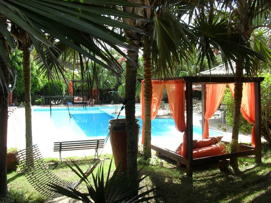 Pousada Pedra Da Laguna: the gardens and places to rest by the pool