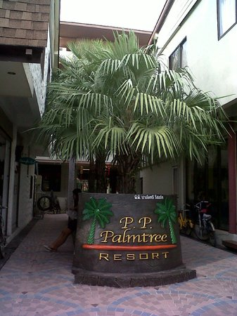 P. P. Palm Tree Resort: Entrance to PhiPhi Palmtree, as seen from the street.