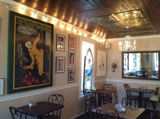 La Piccola Casa: dining room