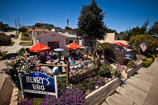 Henry's Famous Barbecue: Henry's BBQ  Heated, Pet-Friendly Patio