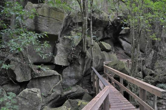 Kawiti Caves : Walking through the Rock Formations