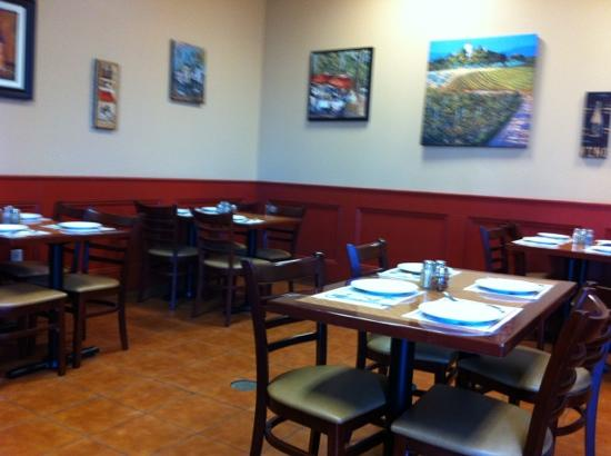 Nonna's brick oven pizzeria & restaurant: dining area for fresh Italian food