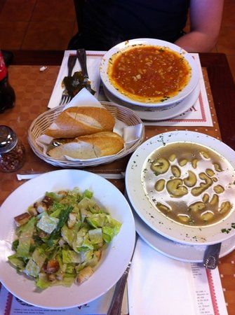 Nonna's brick oven pizzeria & restaurant: Great soup and Ceasar salad
