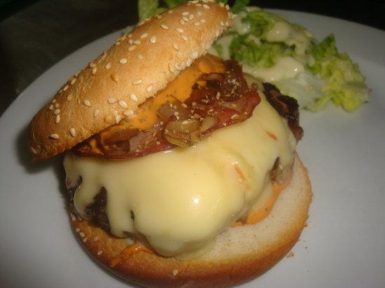 Le Caribou: Notre Burger Savoyard